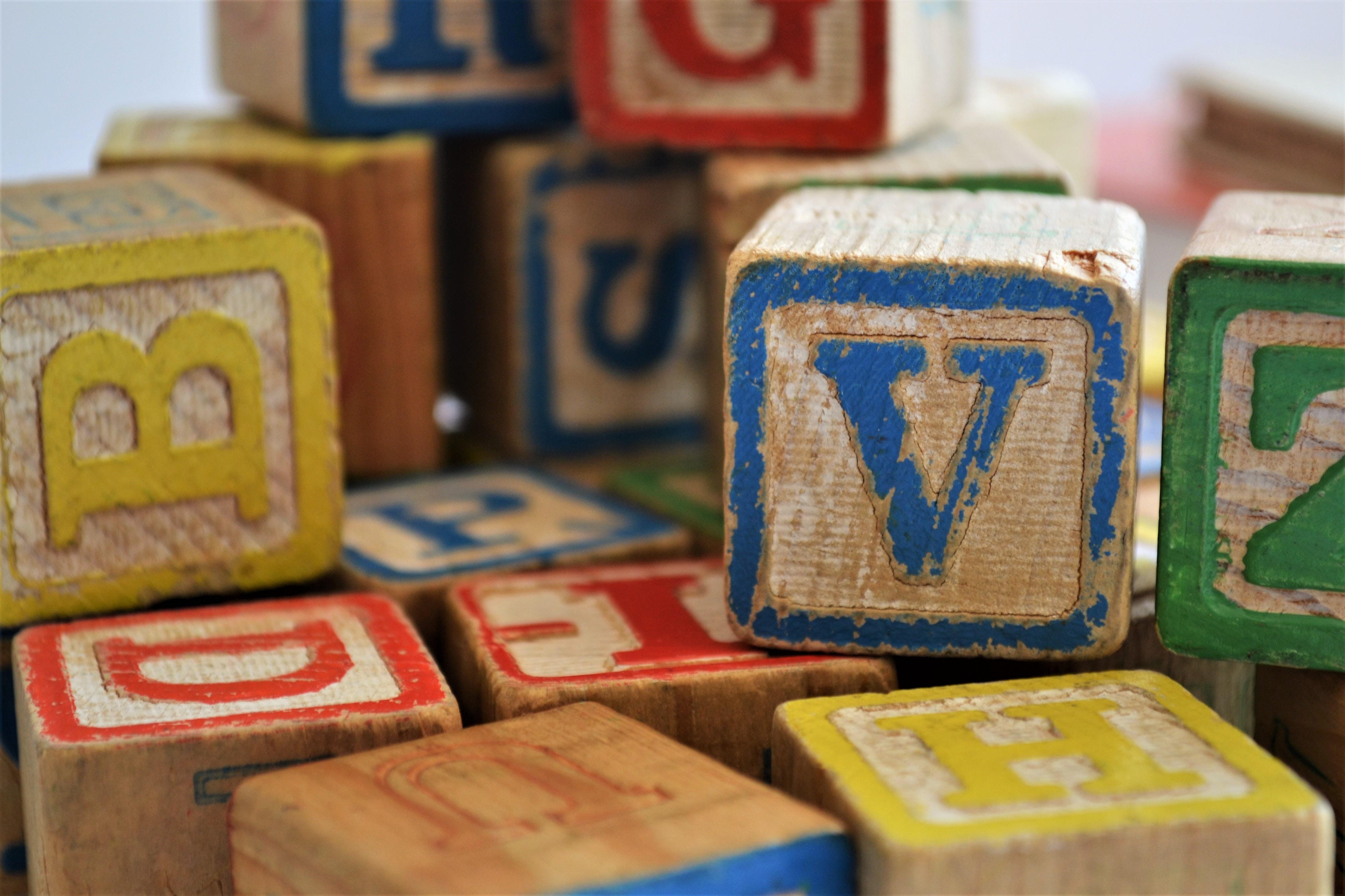 klossar med bokstäver
